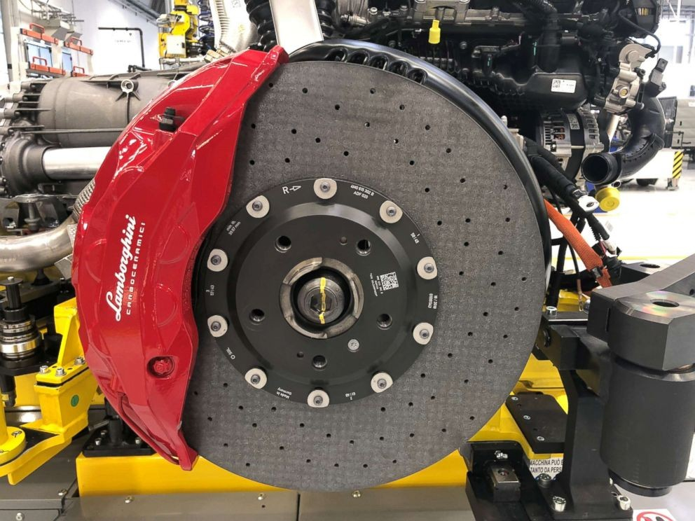 Lamborghini Urus Has The World's Biggest Brakes – 6th Gear